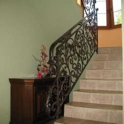 Interior handrails - A wrought iron stair railing