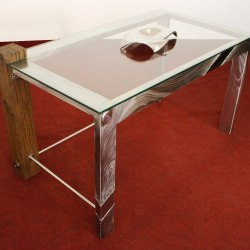 A rustless table - a stainless steel - where the future and past encounter