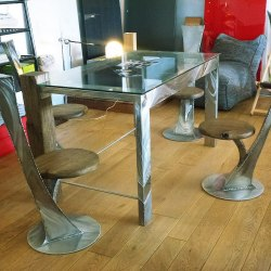 Rustless table and chairs - A modern seating design